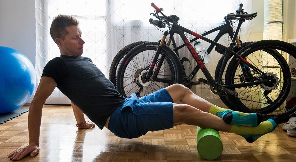 Parti András háromszoros olimpikon hegyikerékpáros végigfotózta egy napját a karaténban, bepillantást nyerhetünk az edzéseibe.