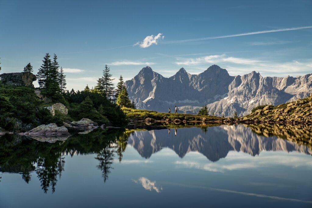 auf der Reiteralm am Spiegelsee mit Blick auf Dachstein