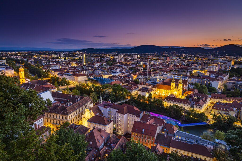 Stadtuebersicht-Graz-bei-Nacht_Graz-Tourismus_Werner-Krug_2